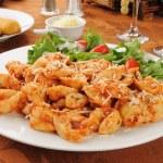 Cheese tortellini with salad — Stock Photo