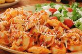 Cheese tortellini with tomato sauce — Stock Photo