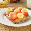 Peanut butter sandwich with banana and strawberries — Stock Photo