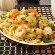 Shrimp scampi and linguini — Stock Photo