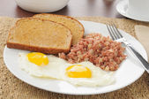Corned beef hash and eggs — Stock Photo