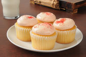 Strawberry iced cupcakes — Stock Photo