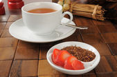 Strawberry flavored rooibos tea — ストック写真