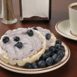 Blueberry cream cheese on rice cakes — Stock Photo
