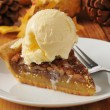 Pecan pie a la mode — Stock Photo