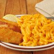 Fish stick with macaroni and cheese — Stock Photo