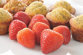 Fresh strawberries with muffins — Stock Photo
