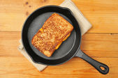 Grilled cheese sandwich in cast iron skillet — Stock Photo