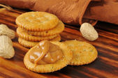 Peanut butter and crackers — Stock Photo