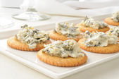 Crackers with spinach artichoke spread — Stock Photo