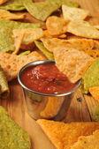 Tortilhas fritas e salsa — Fotografia Stock