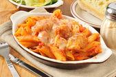 Kurczak parmigiana i penne — Zdjęcie stockowe