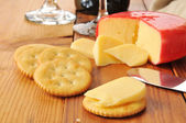Gouda cheese and crackers — Stock Photo
