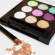 Colored eye shadow brush - Foto de Stock