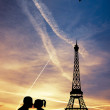 Lovers kissing in Paris — Stock Photo #18366945