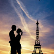 Lovers kissing in Paris — Stock Photo