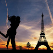 Lovers kissing in Paris — Stock Photo #18368831