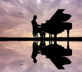 Pianist at sunset — Stock Photo