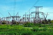 Pylone mit elektrischen leitungen — Stockfoto