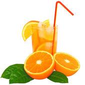 Cocktail met oranje sap en ijsblokjes — Stockfoto