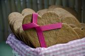 Heart shape xmas spice cake — Stock Photo