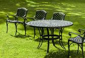 Litina židle a stůl — Stock fotografie