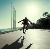 Silhouette of skateboarder — Stock Photo