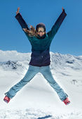 Happy woman jumping in the mountains — Stock fotografie