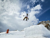 Snowboarder jumping in mountains — Photo