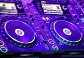 DJ CD player and mixer — Stockfoto