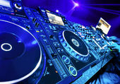 Dj playing the track — 图库照片