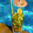 Cocktail Mahito pool — Stock Photo
