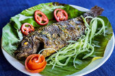 盘菜,煎鱼 — 图库照片
