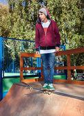 Skateboardista ve skateparku — Stock fotografie