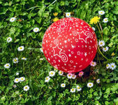 Red Balloon on green grass — Stock Photo