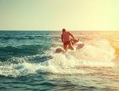 Silueta muže na jetski na moři — Stock fotografie