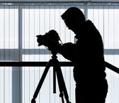 Silhouette of photographer and cameraman — 图库照片