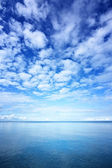 Ocean and blue sky — Stock Photo