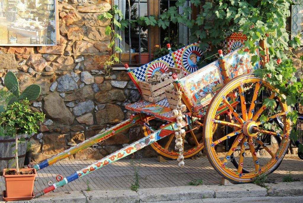 Painted traditional sicilian cart with garlic boxes  — Stock Photo #12036284