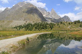 Combal lake and Aiguille noire — Stock Photo