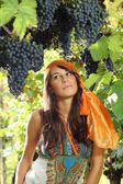 Bella ragazza vestita di ritratto stile zingara — Foto Stock