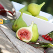 A group of green and ripe figs — Stock Photo