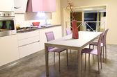 Moderne Küche in Softeis und Rosa — Stockfoto
