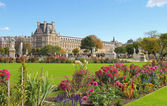 Green and floral Tuileries gardens in Paris — Stock Photo
