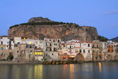 Sicilian town of Cefalu at dusk — Stock Photo