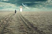 Surrealistische reiziger tussen werelden — Stockfoto