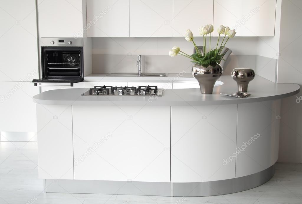 Moderne witte keuken met open oven — stockfoto © captblack76 #22768754