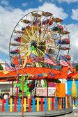 панорамный колесо в парке развлечений — Стоковое фото