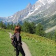 Hiking girl looks at the Mont Blanc — Stock Photo