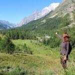 Trekking girl on mountain trail in Ferret Valley — Stock Photo
